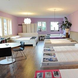 Betten und Matratzen in schönem Ambiente