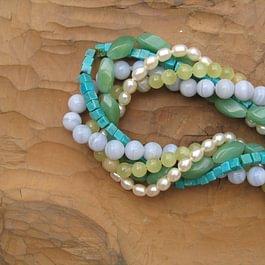 Collier turquoise, aventurine, calcédoine, serpentine, perles.