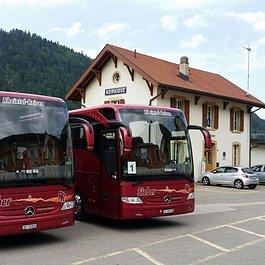 Rheintal Reisen Sieber, Diepoldsau - unsere beiden Mercedes-Benz Tourismo im Welschlandlager (Bahnhof Noiraigue)