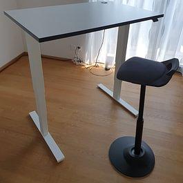 Schreibtisch mit Muvman Stehsitz