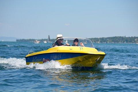 1 heure de bateau moteur essence Canot