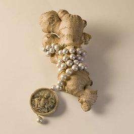 Melania Crocco : Pearl neckace with  ancient Buddha pendant with diamonds