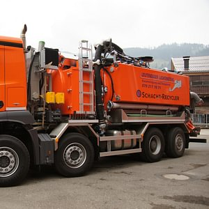 Neues Kanalreinigungfahrzeug mit Wasser- und Schachtrecycling