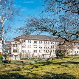 Ansicht Haus Wegman im Frühling
