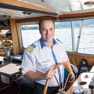 Käptn Oli auf dem Bielersee. Schifffahren und Kochen aus Leidenschaft. Flexibel und das ganze Jahr Einsatzbereit!