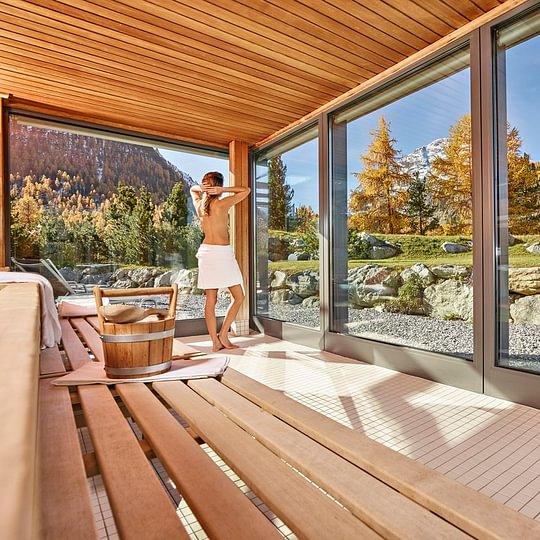 Sauna im Bellavita Spa mit herbstlicher Aussicht