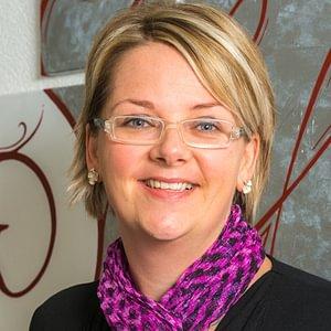 Frau Manuela Kaufmann, Fachfrau im Finanz- und Rechnungswesen mit eidg. FA  Geschäftsleitung