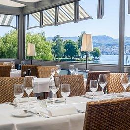 Steinburg Terrasse mit Blick auf den Zürichsee