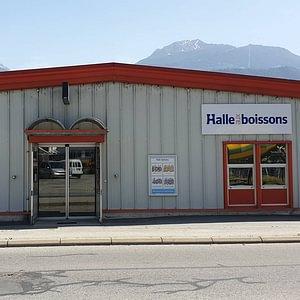 Entrée du magasin Halle aux Boissons de Conthey.