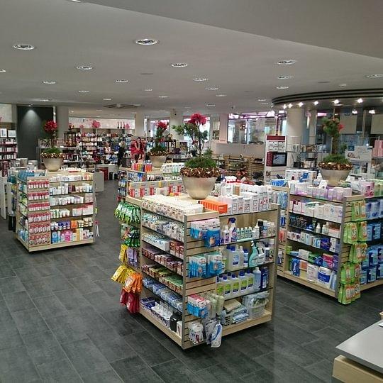 Die grosszügige Ladeneinrichtung und die ruhige Atmosphäre bietet ein angenehmes Einkauferlebnis