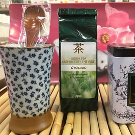 Gyokuro: il tè verde più pregiato del Giappone. Ricco di vitamine, sali minerali, clorofilla e antiossidanti. Ha proprietà diuretiche e disintossicanti. Un ottimo tè verde da provare.🍵