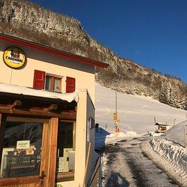 L'auberge au pied des parcours de ski de rando