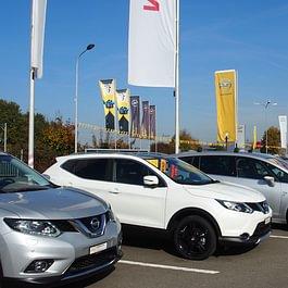 Opel und Nissan Personenwagen