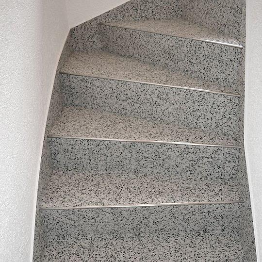 Treppe aus Steinteppich