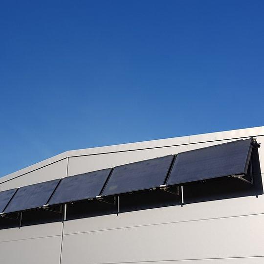 Capteurs solaires thermiques en façade