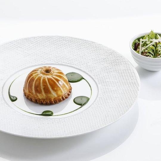 Croustillant de canette de barbarie et foie gras, saladine d'hiver