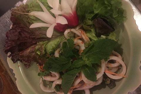 Salade de calamars aux feuilles de menthes
