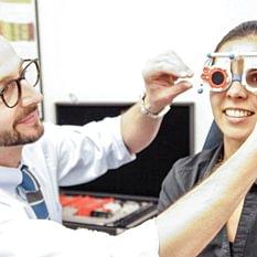 JDK Optic - St. Moritz - Untersuchung und Testbrille vor dem definitiven Brillenkauf gehören zum Leistungs- und Serviceangebot