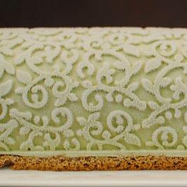 Notre bûche glacée pistache 100%, insert framboise