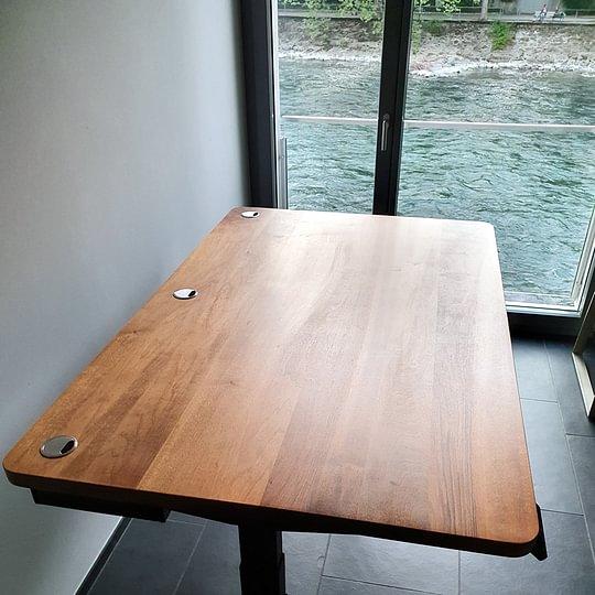 Schreibtisch Schweizer Nussbaum massiv