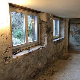 Gipsarbeiten und Tür Renovation (Vorher)