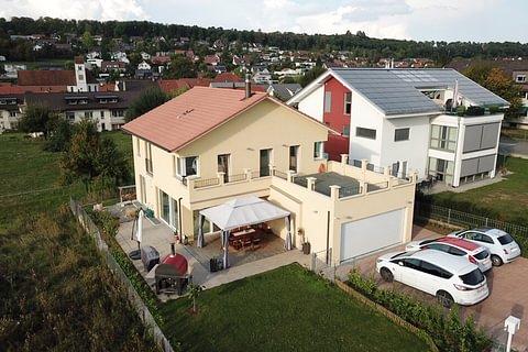 Neuwertiges Einfamilienhaus mit Garten und Garage in Hofstetten zu verkaufen