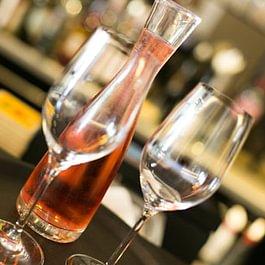 Weinbar im Vrenelis Gärtli