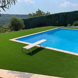 Giardino bordo piscina villa