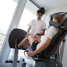 La nostra palestra medicale con attrezzature all'avanguardia é perfetta per un allenamento fisioterapico mirato.
