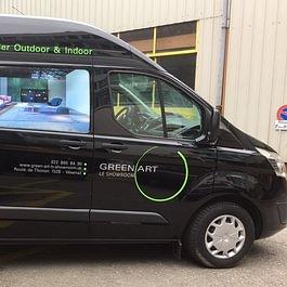 Déco sympa sur véhicule utilitaire Ford Transit Custom. Impression numérique des photos, production des stickers (logo et textes).