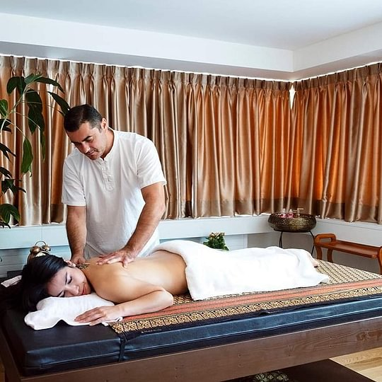 AURA Massage & Beauty