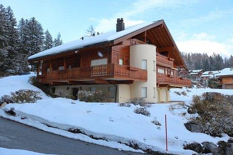 Appartement de 4 pièces sous combles offrant une magnifique vue sur la vallée