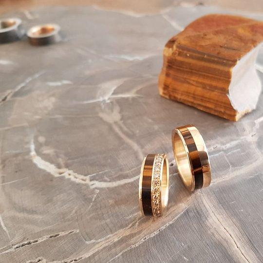 Trauringe, Eheringe und Partnerringe. Naturmaterialien: Stein, Meteoriten, Holz. Brillianten, Diamanten, Gold und Silber