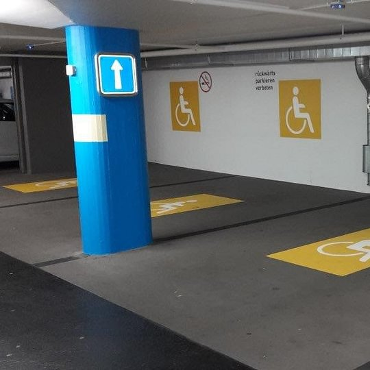 Parkplatz-Anschrift
