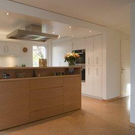 Kasper AG Schreinerei · Raumgestaltung Weinfelden, Küchen individuell mit einer Kochinsel