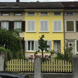 Fassade nach der Renovation in Glarus.