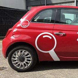 Marquage publicitaire sur FIAT 500. Graphisme - Réalisation des sticker en découpe adhésive - Pose.