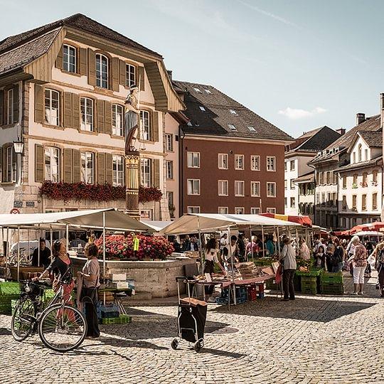 Biel/Bienne - Markt in der Altstadt/Marché dans la Vieille Ville