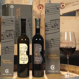 I Merlot Sinfonia rosso e Sinfonia in bianco barrique. Due vini che non hanno bisogno di presentazioni e che sono uno dei nostri simboli più storici.