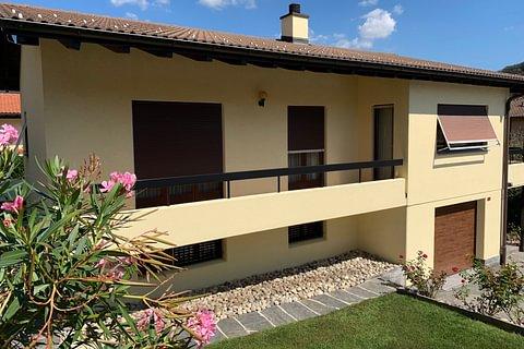 Rif. 1570 In tranquilla zona residenziale, confinante con Bedano, comoda VILLA