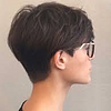 Ob blond, ob dunkel, mit der richtigen Haarfarbe wird der moderne Kurzhaarschnitt zum absoluten Blickfang.