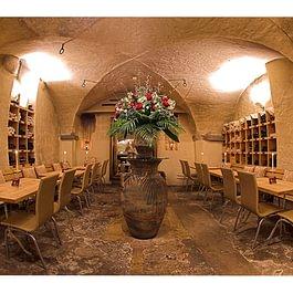 Weinschenke im historischen Gewölbekeller