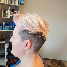 coupe courte / Blond clair puis patine abricot