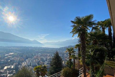 Locarno Monti Grande villa vista lago e città in vendita