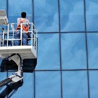 Fensterreinigung mit Hebebühne