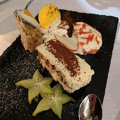 Hausgemachte Desserts, Pasta und Spezialitäten