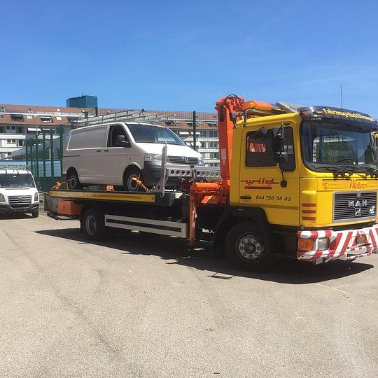 Fahrzeug-Ueberführungen mit dem Bergungs-LKW