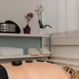 Hot Stone Massage by Physiotherapie Wohlen AG