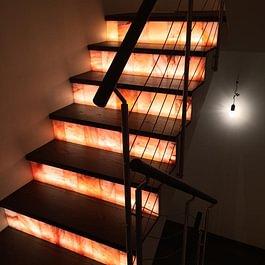 Treppe mit Salzstein und Parkett