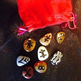 * Les 8 Runes Wicca *